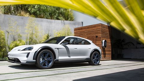 20181019 porsche  mission e  cross turismo 03.jpg